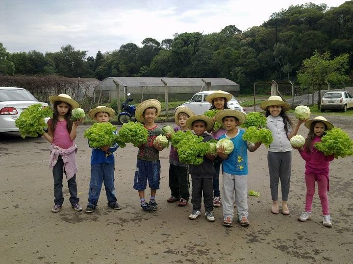 Proyecto Huertos Escolares - Uno de los resultados esperados: satisfacción con la cosecha.