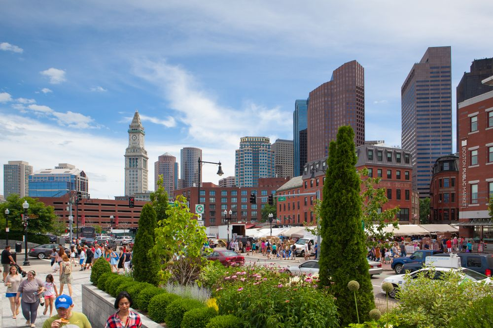 Fim da rota para o norte do Parque Rose Kennedy Greenway em Boston. Shutterstock